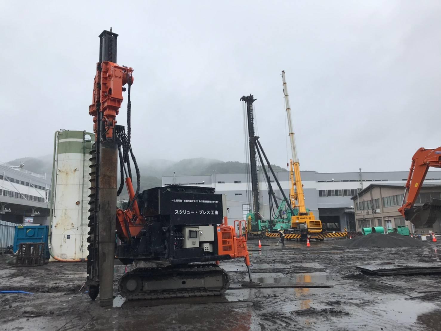 杭打機のトラフィカビリティ確保地盤補強工事